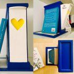 Suport pentru Cărți cu sertar pentru Semne - albastru intens și galben lămâie