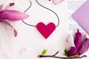 Colier cu Pandantiv din Lemn - Cu Inima La Purtator - roz magenta