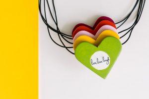 Colier cu Pandantiv din Lemn - Cu Inima La Purtator - verde crud - cu mesaj personalizat